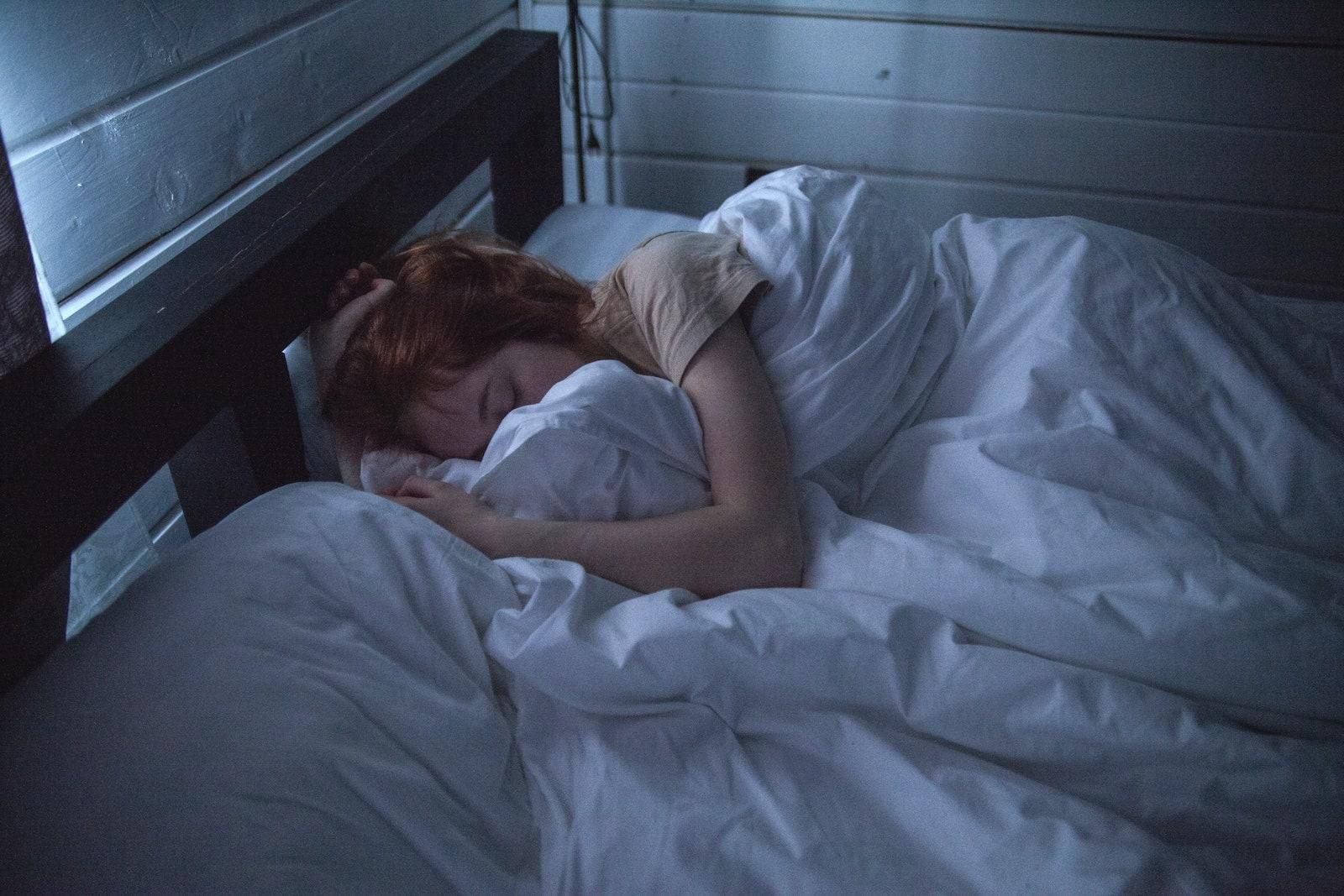 adult-asleep-bed-935777-1