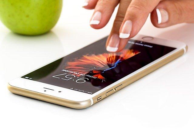 dotykový telefón.jpg