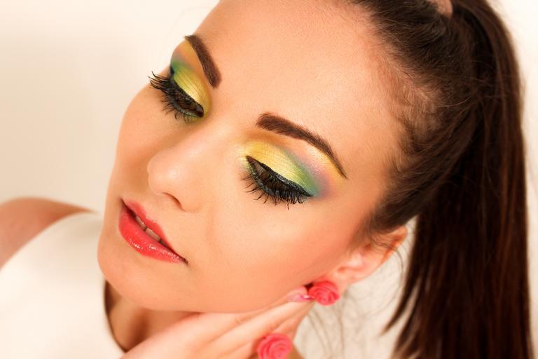 Mladá žena, tvár, make-up
